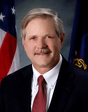 Headshot photograph of John Hoeven.